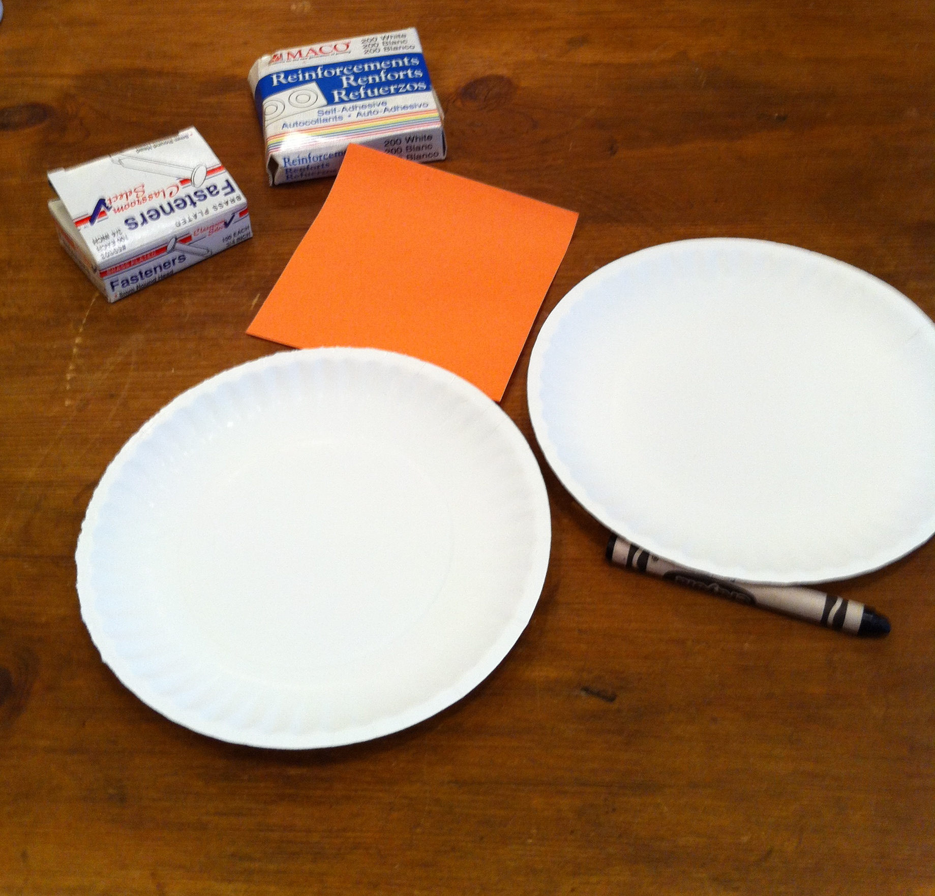 To make these perky pals youu0027ll need two paper plates some orange construction paper a black crayon two paper reinforcing circles u0026 3 brads. & paper plate arts u0026 crafts | Fragile Earth Blog